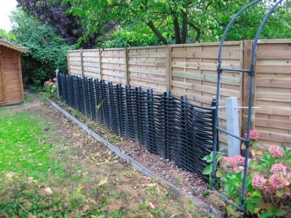 Cool Idea Integrating An Energy Fence Into Your Home S